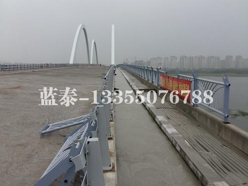 临沂南京路沂河大桥(轻砂泡沫混凝土设计强度5.0mpa)